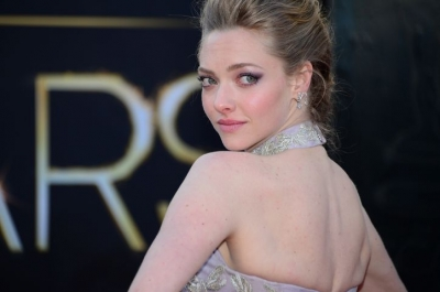 amanda-seyfried-oscars-makeup-w724