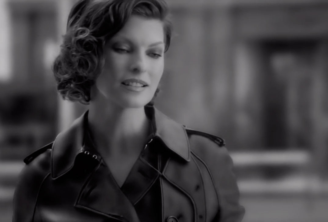 Linda-Evangelista-for-the-new-Loewe-Aura-fragrance-film