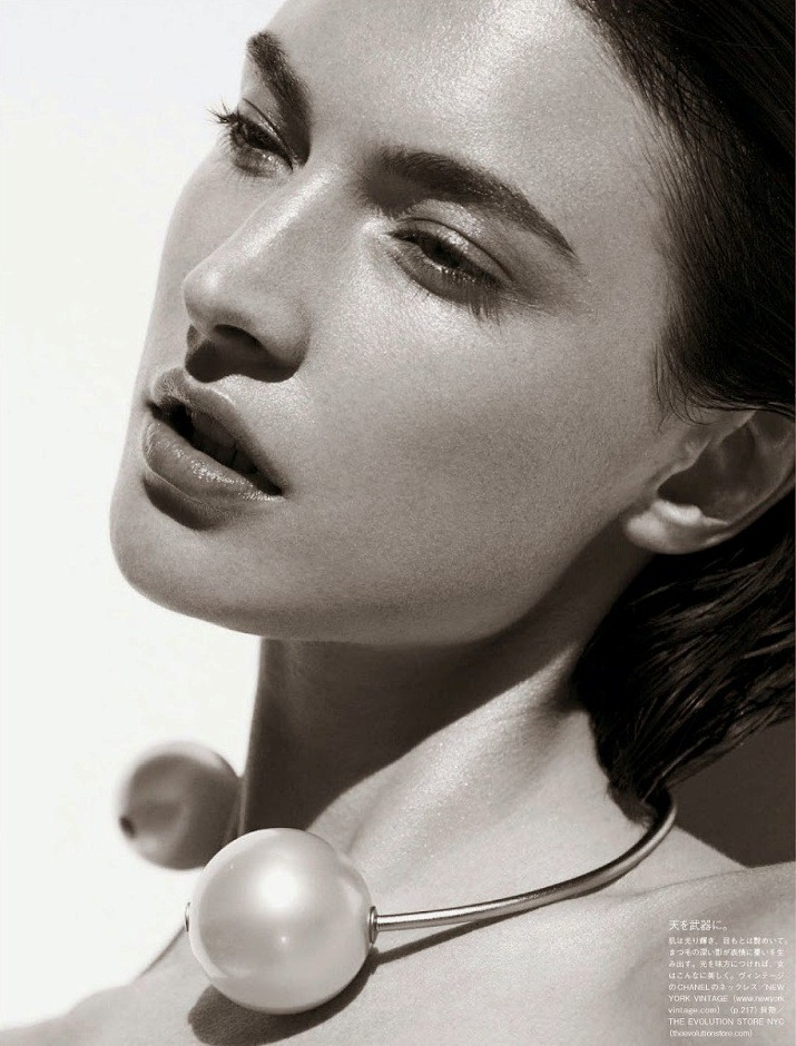 Jacquelyn-Jablonski-by-Julia-Noni-for-Vogue-Japan-May-2014-5