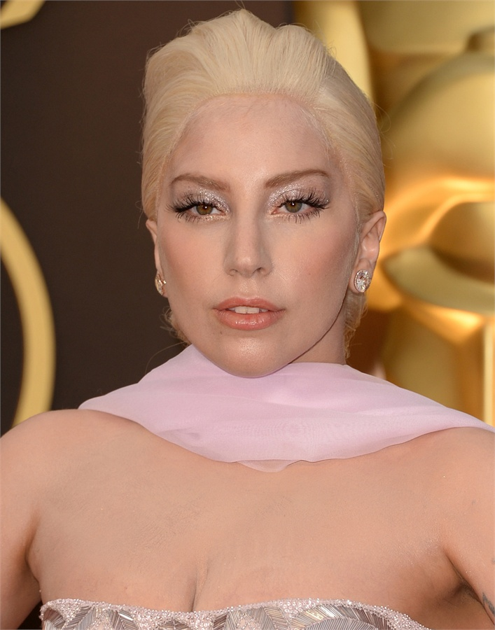 Oscars-2014-Beauty-Looks-17