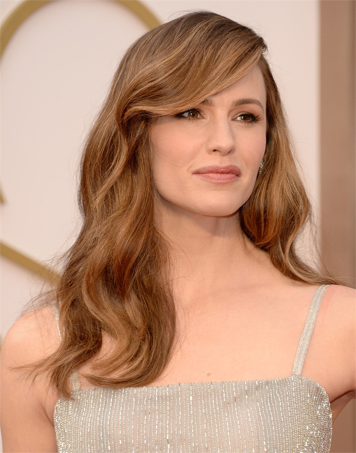 Oscars-2014-Beauty-Looks-18