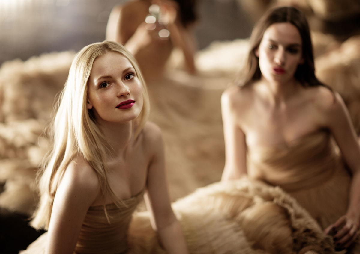 60.-Burberry-Festive-Campaign-Stills-(PRIVATE-AND-CONFIDENTIAL---ON-EMBARGO-9PM-UK-TIME-3-NOVEMBER)
