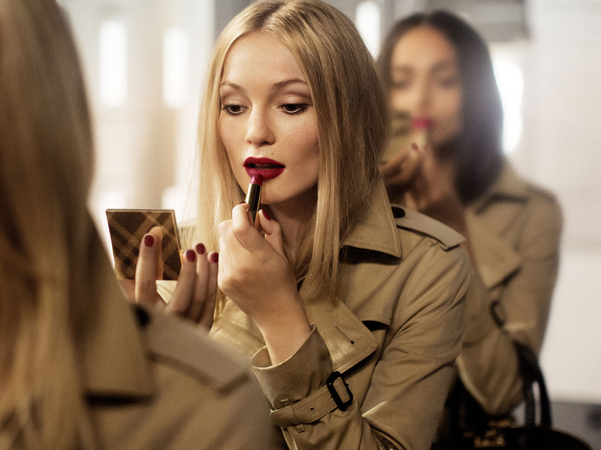 64.-Burberry-Festive-Campaign-Stills-(PRIVATE-AND-CONFIDENTIAL---ON-EMBARGO-9PM-UK-TIME-3-NOVEMBER)
