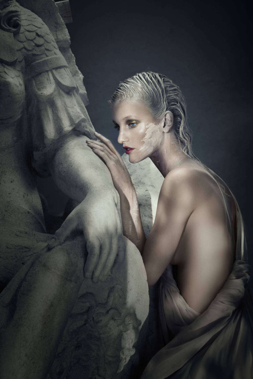 Cecilie-Deisting-Skejø-by-Signe-Vilstrup-for-Elle-Denmark-November-2014-2